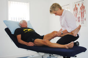 A patient's knee is being treated in Ash physiotherapy clinic